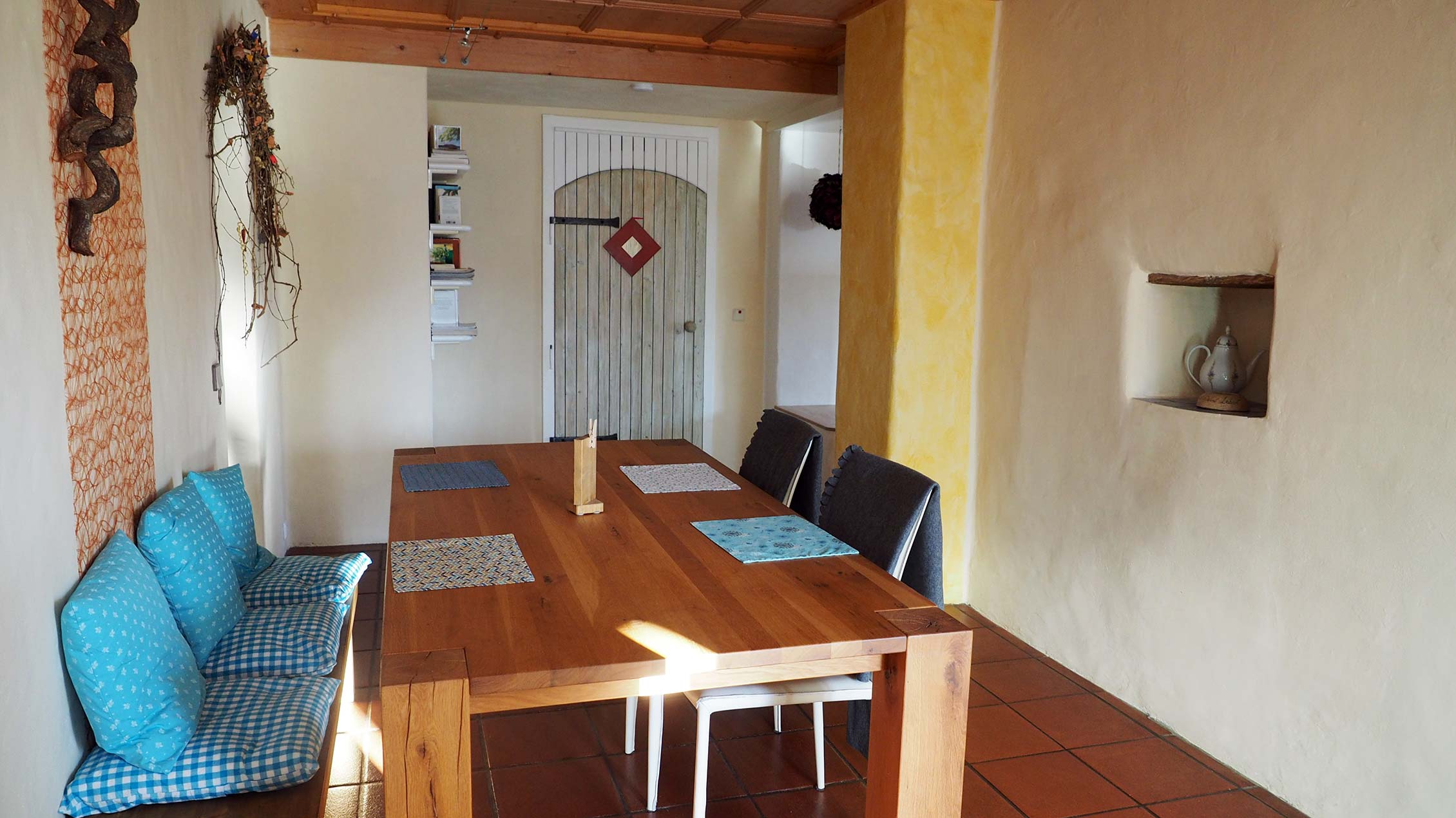 Comfortable dining area of the spacious holiday apartment in the nature and herbal village of Irschen.