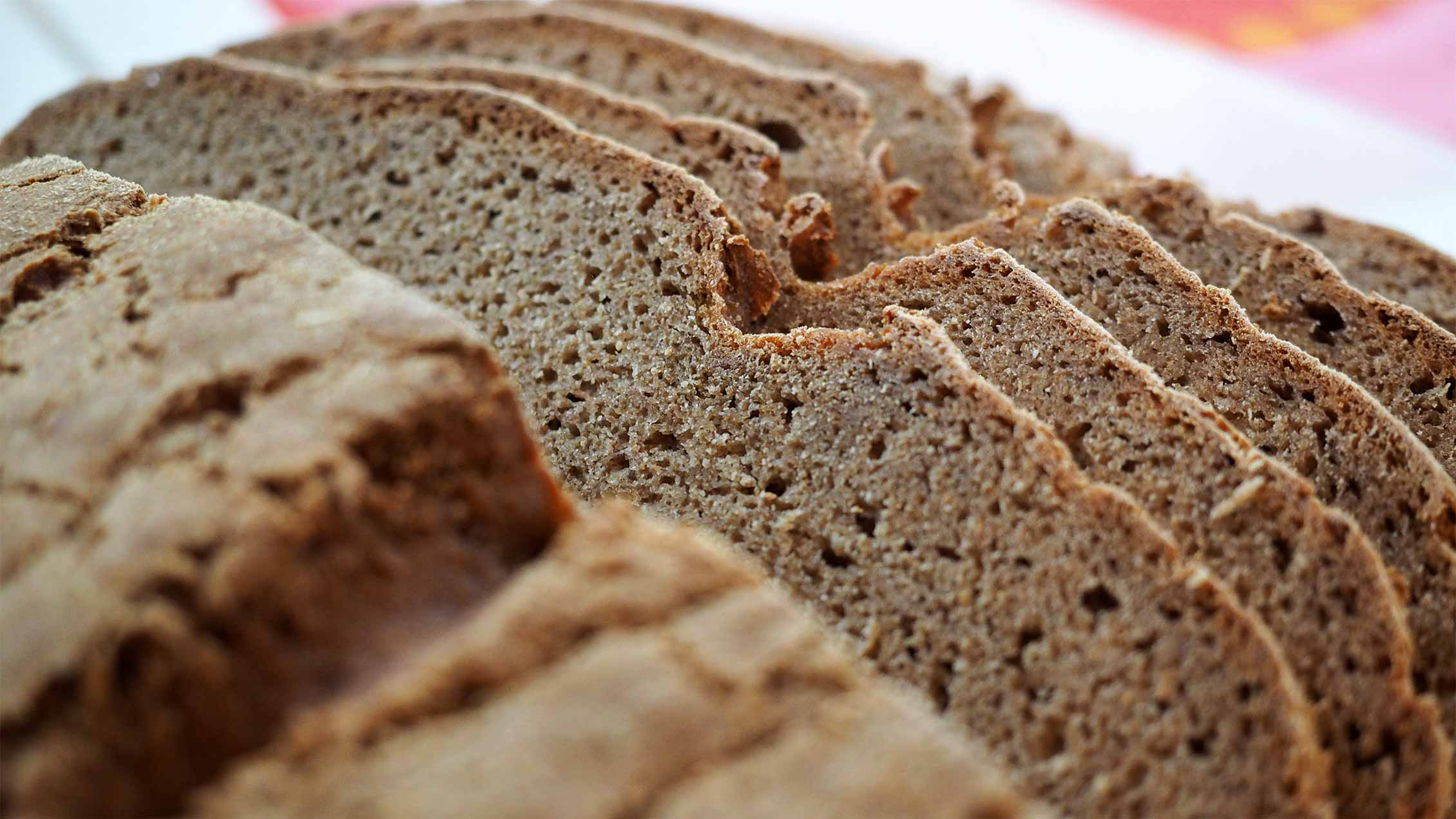 Delicious meals in the holiday apartment Bergh am BERG: home-made wholemeal bread.