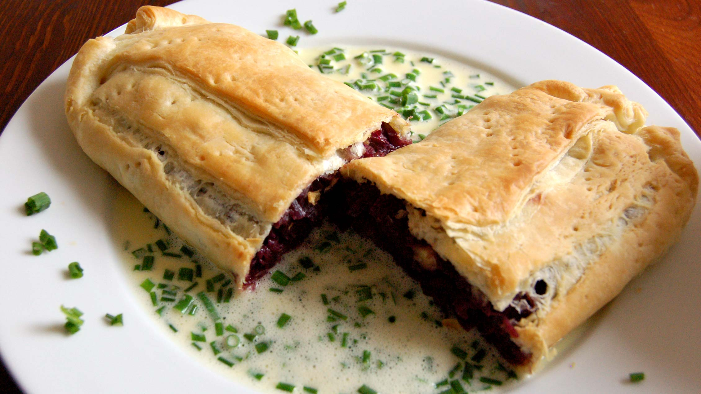 Holiday in Carinthia - Specialities: Strudel with red cabbage